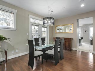 """Photo 4: 229 E QUEENS Road in North Vancouver: Upper Lonsdale Townhouse for sale in """"QUEENS COURT"""" : MLS®# R2362718"""