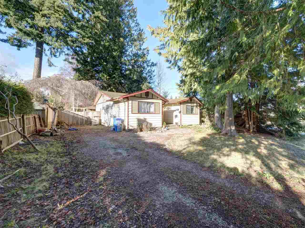 """Main Photo: 5669 SURF Circle in Sechelt: Sechelt District House for sale in """"SECHELT DOWNTOWN"""" (Sunshine Coast)  : MLS®# R2530445"""