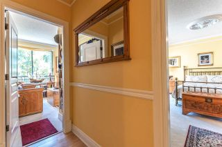 """Photo 15: 301 1785 MARTIN Drive in Surrey: Sunnyside Park Surrey Condo for sale in """"Southwynd"""" (South Surrey White Rock)  : MLS®# R2185400"""