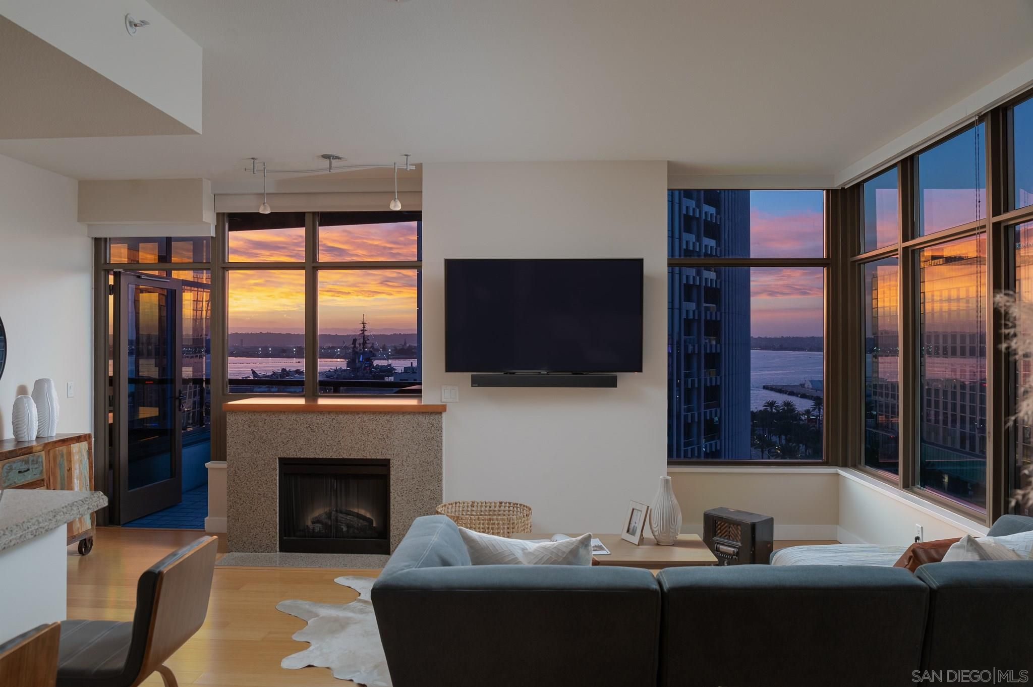 Main Photo: DOWNTOWN Condo for sale : 2 bedrooms : 700 W E St #1203 in San Diego