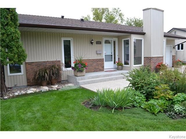 Photo 20: Photos: 27 Woodcroft Bay in WINNIPEG: Maples / Tyndall Park Residential for sale (North West Winnipeg)  : MLS®# 1524460