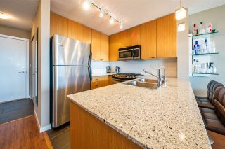 """Photo 3: 1006 39 SIXTH Street in New Westminster: Downtown NW Condo for sale in """"Quantum"""" : MLS®# R2368367"""