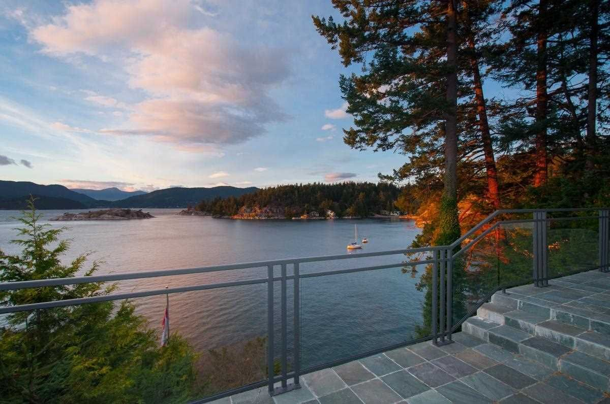 Main Photo: 6277 TAYLOR Drive in West Vancouver: Gleneagles House for sale : MLS®# R2578608