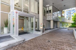 """Photo 4: 315 38 W 1ST Avenue in Vancouver: False Creek Condo for sale in """"The One"""" (Vancouver West)  : MLS®# R2597400"""