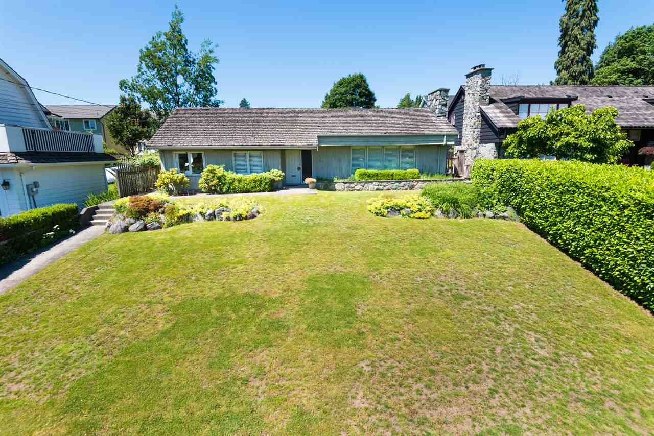 Main Photo: 217 QUEENS Avenue in New Westminster: Queens Park House for sale : MLS®# R2557181
