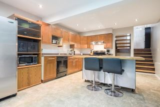 """Photo 4: 233 BALMORAL Place in Port Moody: North Shore Pt Moody Townhouse for sale in """"Balmoral Place"""" : MLS®# R2585129"""