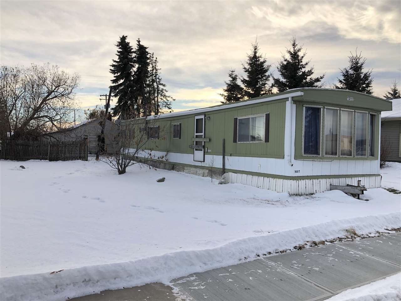 Main Photo: 5007 50 Avenue: Clyde Land Commercial for sale : MLS®# E4222738