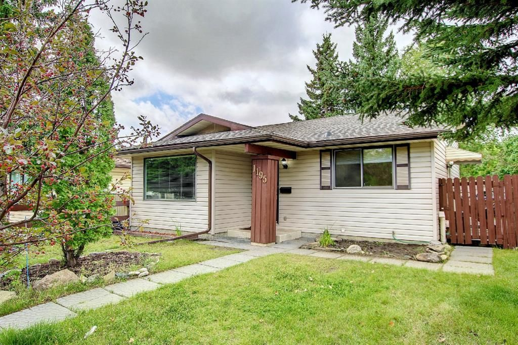 Main Photo: 1195 Ranchlands Boulevard NW in Calgary: Ranchlands Detached for sale : MLS®# A1142867