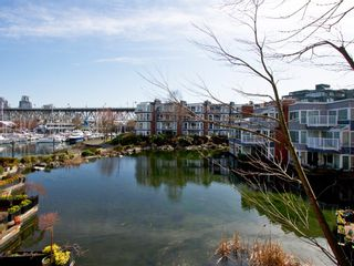 """Photo 2: 1598 ISLAND PARK Walk in Vancouver: False Creek Townhouse for sale in """"THE LAGOONS"""" (Vancouver West)  : MLS®# V1052642"""