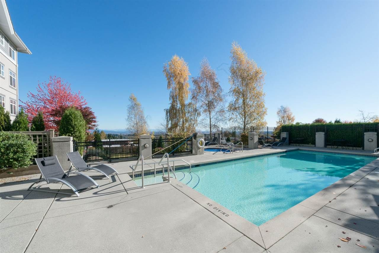 """Photo 19: Photos: 404 1438 PARKWAY Boulevard in Coquitlam: Westwood Plateau Condo for sale in """"MONTREUX"""" : MLS®# R2161413"""