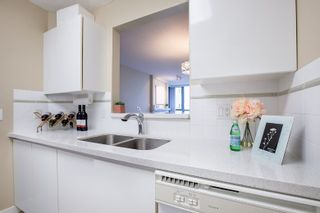 Photo 11: 1605 6622 SOUTHOAKS CRESCENT in Burnaby: Highgate Condo for sale (Burnaby South)  : MLS®# R2313314