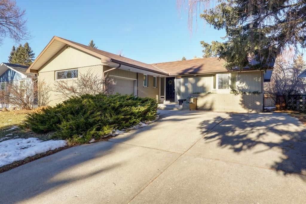 Main Photo: 44 Chinook Drive in Calgary: Chinook Park Detached for sale : MLS®# A1052138