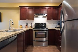 """Photo 7: 24 6555 192A Street in Surrey: Clayton Townhouse for sale in """"THE CARLISLE"""" (Cloverdale)  : MLS®# R2030709"""