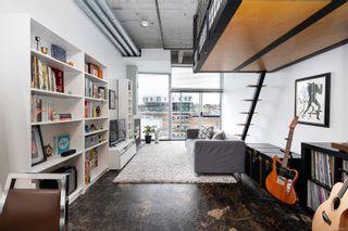 Photo 3: 404 1061 Fort St in Victoria: Vi Downtown Condo for sale : MLS®# 863855