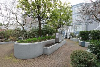 "Photo 3: 20 877 W 7TH Avenue in Vancouver: Fairview VW Townhouse for sale in ""EMERALD COURT"" (Vancouver West)  : MLS®# V1111348"