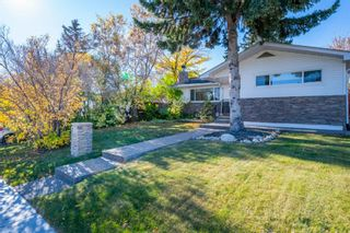 Photo 2: 1 Manor Road SW in Calgary: Meadowlark Park Detached for sale : MLS®# A1150982