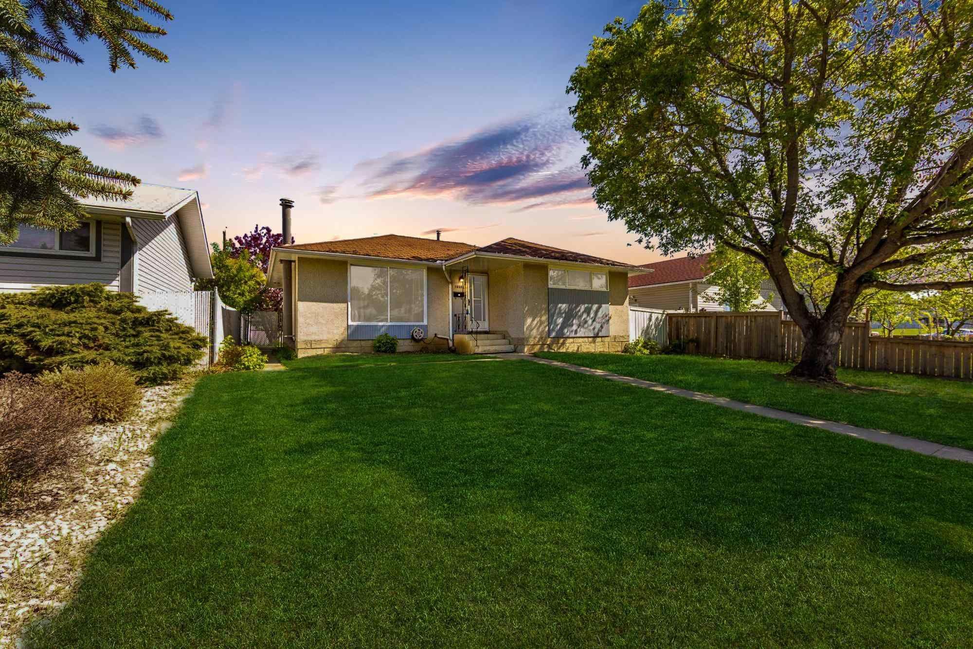 Main Photo: 16504 90 Avenue in Edmonton: Zone 22 House for sale : MLS®# E4247433