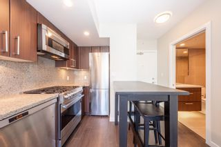 """Photo 5: 557 108 W 1ST Avenue in Vancouver: False Creek Condo for sale in """"WALL CENTRE"""" (Vancouver West)  : MLS®# R2614922"""