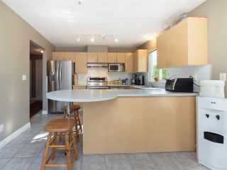 """Photo 7: 8 6513 200 Street in Langley: Willoughby Heights Townhouse for sale in """"Logan Creek"""" : MLS®# R2213633"""