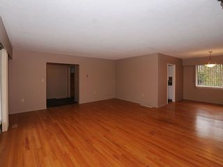 Photo 11: 2006 Runnymede Ave in Victoria: Residential for sale : MLS®# 289922