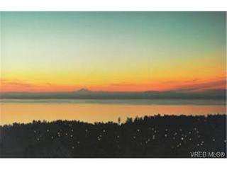Photo 2: 305 940 Boulderwood Rise in VICTORIA: SE Broadmead Condo for sale (Saanich East)  : MLS®# 230013