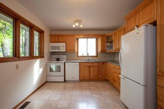Photo 8: 461 Woodlands Crescent in Winnipeg: Westwood Residential for sale (5G)  : MLS®# 202122920