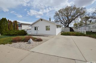 Photo 2: 1129 ATHABASCA Street West in Moose Jaw: Palliser Residential for sale : MLS®# SK860342