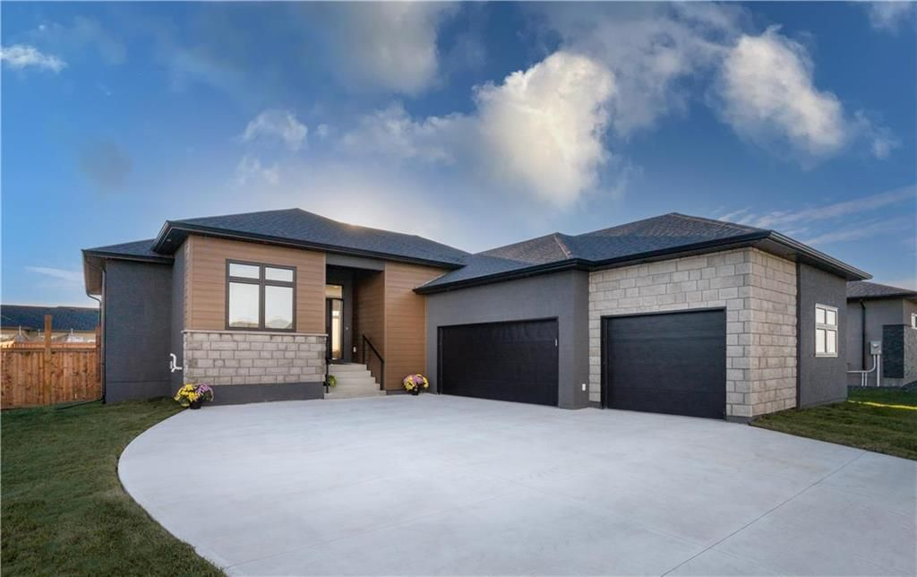 Main Photo: 36 DOVETAIL Crescent in Macdonald Rm: R08 Residential for sale : MLS®# 202124955