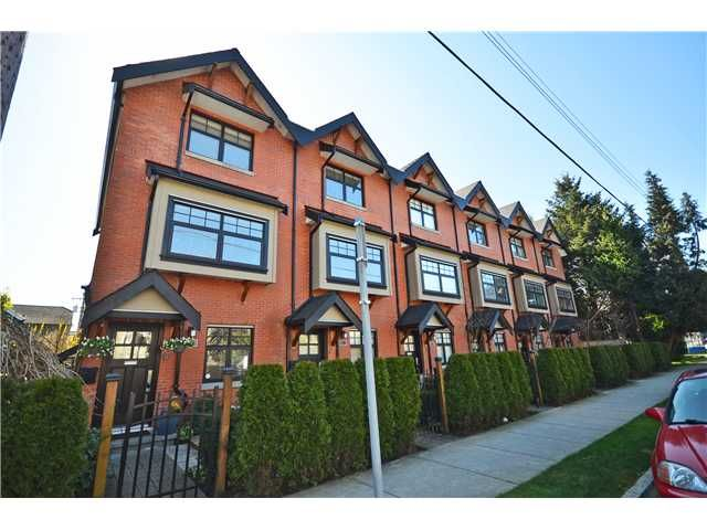 """Main Photo: 950 W 15TH Avenue in Vancouver: Fairview VW Townhouse for sale in """"THE CLASSIX"""" (Vancouver West)  : MLS®# V997844"""