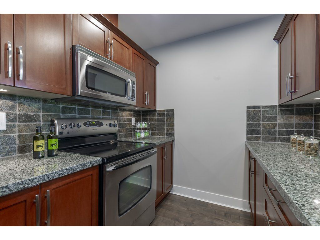 """Photo 5: Photos: 318 5430 201 Street in Langley: Langley City Condo for sale in """"The Sonnet"""" : MLS®# R2282213"""