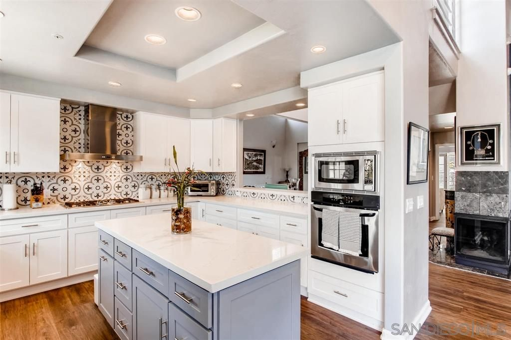 Main Photo: Twin-home for sale : 4 bedrooms : 958 Valley Ave in Solana Beach