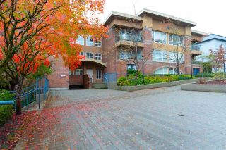 """Photo 1: 302 335 CARNARVON Street in New Westminster: Downtown NW Condo for sale in """"KINGS GARDEN"""" : MLS®# R2320982"""