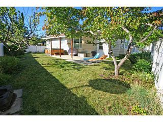 Photo 2: 108 LAKE MEAD Place SE in CALGARY: Lk Bonavista Estates Residential Detached Single Family for sale (Calgary)  : MLS®# C3586278
