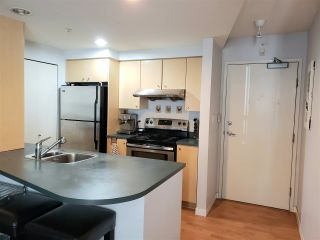 """Photo 1: 1501 1009 EXPO Boulevard in Vancouver: Yaletown Condo for sale in """"LANDMARK 33"""" (Vancouver West)  : MLS®# R2579833"""