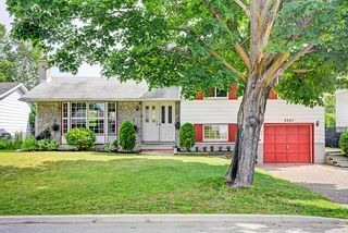 FEATURED LISTING: 3337 Clearwater Crescent Ottawa