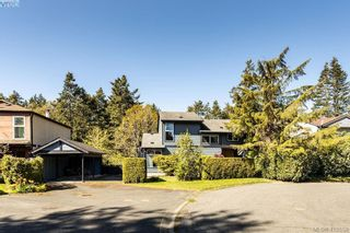 Photo 1: 685 Daffodil Ave in VICTORIA: SW Marigold House for sale (Saanich West)  : MLS®# 813850