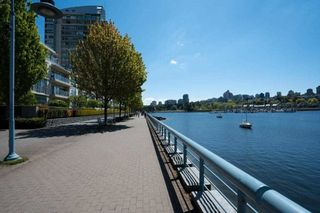 """Photo 2: 1206 1495 RICHARDS Street in Vancouver: Yaletown Condo for sale in """"AZURA II"""" (Vancouver West)  : MLS®# R2591311"""