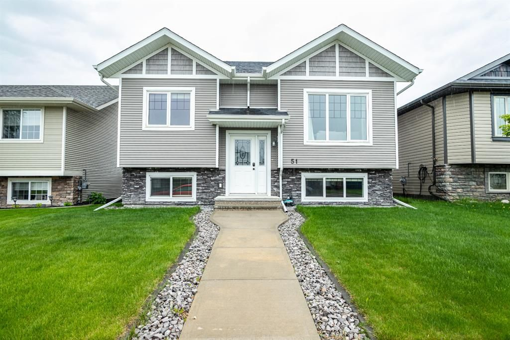 Main Photo: 51 Castella Crescent: Red Deer Detached for sale : MLS®# A1118935