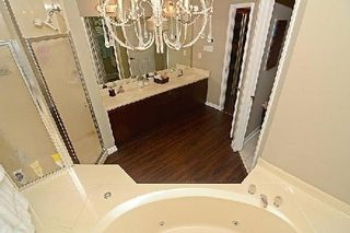 Photo 3: 34 Harpers Croft in Markham: Unionville House (2-Storey) for sale : MLS®# N2941849