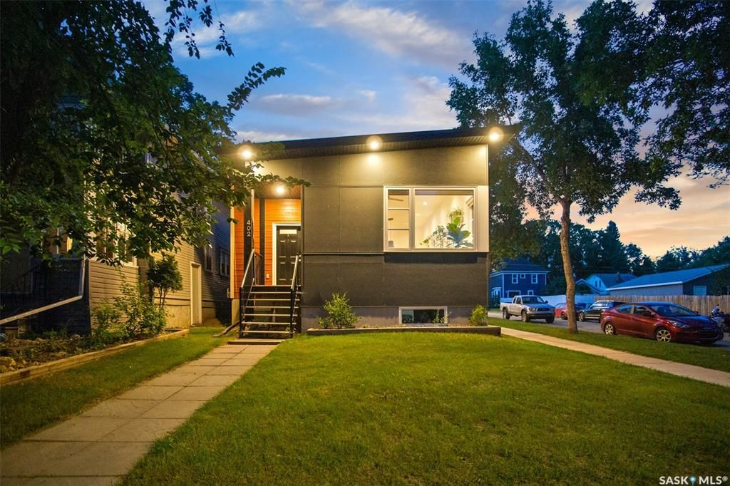 Main Photo: 402 27th Street West in Saskatoon: Caswell Hill Residential for sale : MLS®# SK868450