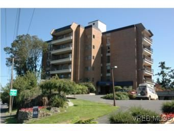 Main Photo: 402 4030 Quadra St in VICTORIA: SE High Quadra Condo for sale (Saanich East)  : MLS®# 510575