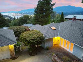 "Photo 5: 301 N HYTHE Avenue in Burnaby: Capitol Hill BN House for sale in ""CAPITOL HILL"" (Burnaby North)  : MLS®# R2531896"