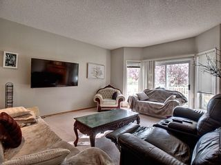 Photo 5: 40 Hamptons Link NW in Calgary: Hamptons Row/Townhouse for sale : MLS®# A1074833