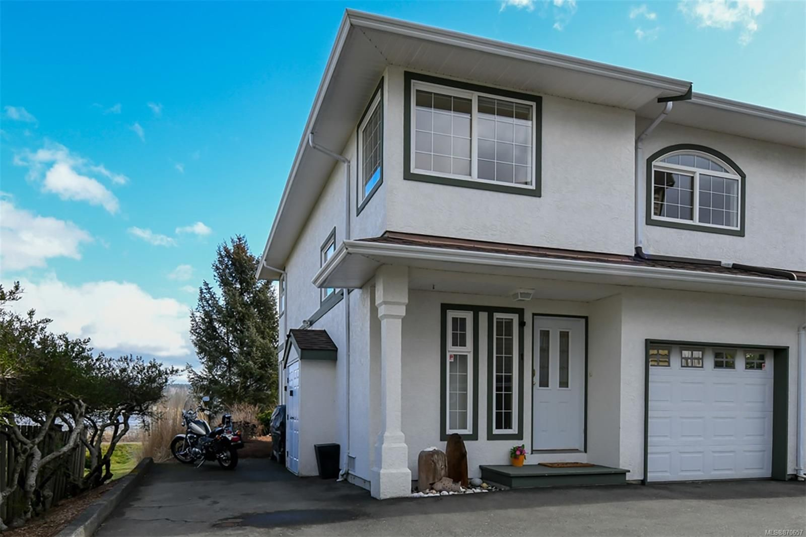 Main Photo: 1 3020 Cliffe Ave in : CV Courtenay City Row/Townhouse for sale (Comox Valley)  : MLS®# 870657