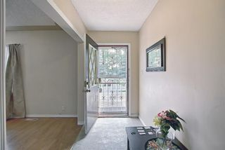 Photo 3: 4815 Vienna Drive NW in Calgary: Varsity Detached for sale : MLS®# A1128282