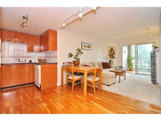 "Photo 2: 201 1818 W 6TH Avenue in Vancouver: Kitsilano Condo for sale in ""THE CARNEGIE"" (Vancouver West)  : MLS®# V969830"