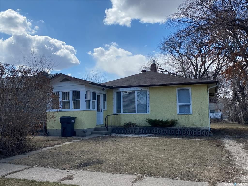 Main Photo: 315 Fourth Avenue East in Canora: Residential for sale : MLS®# SK851883