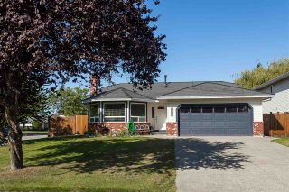 """Photo 16: 6059 187 Street in Surrey: Cloverdale BC House for sale in """"Eaglecrest"""" (Cloverdale)  : MLS®# R2399815"""