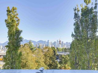 """Photo 4: 404 1562 W 5TH Avenue in Vancouver: False Creek Condo for sale in """"GRYPHON COURT"""" (Vancouver West)  : MLS®# R2211506"""