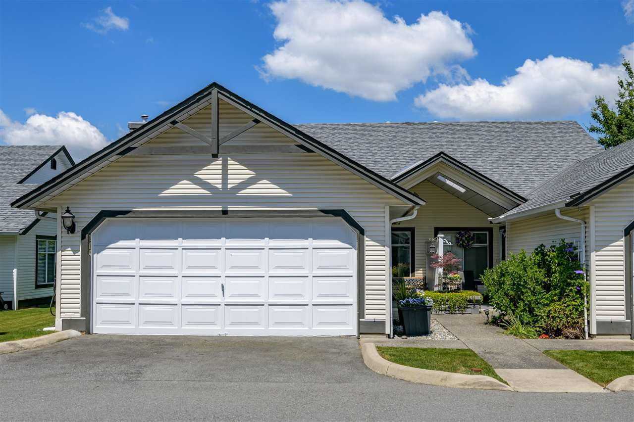 """Main Photo: 109 19649 53 Avenue in Langley: Langley City Townhouse for sale in """"Huntsfield Green"""" : MLS®# R2591188"""